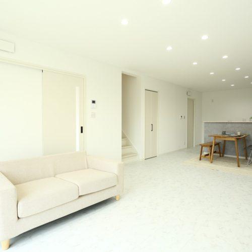 白を基調とした内装で 高級感のあるホテルライクなおうち