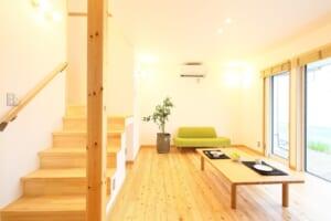無塗装杉板外壁×唐松無垢床  自然素材のecoな家